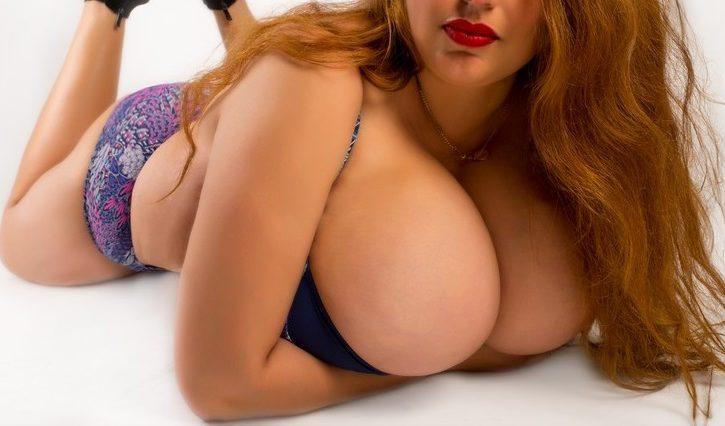 (και τα ιδιαίτερα γούστα) σεξουλιάρα με φυσικό πανέμορφο στήθος. - Εικόνα1