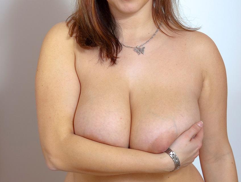 Ελληνίδα με πολύ πλούσιο φυσικό στήθος